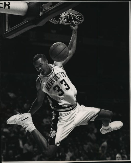 1992 Press Photo Marquette Basketball S Ron Curry Makes A Sensational Slam Dunk