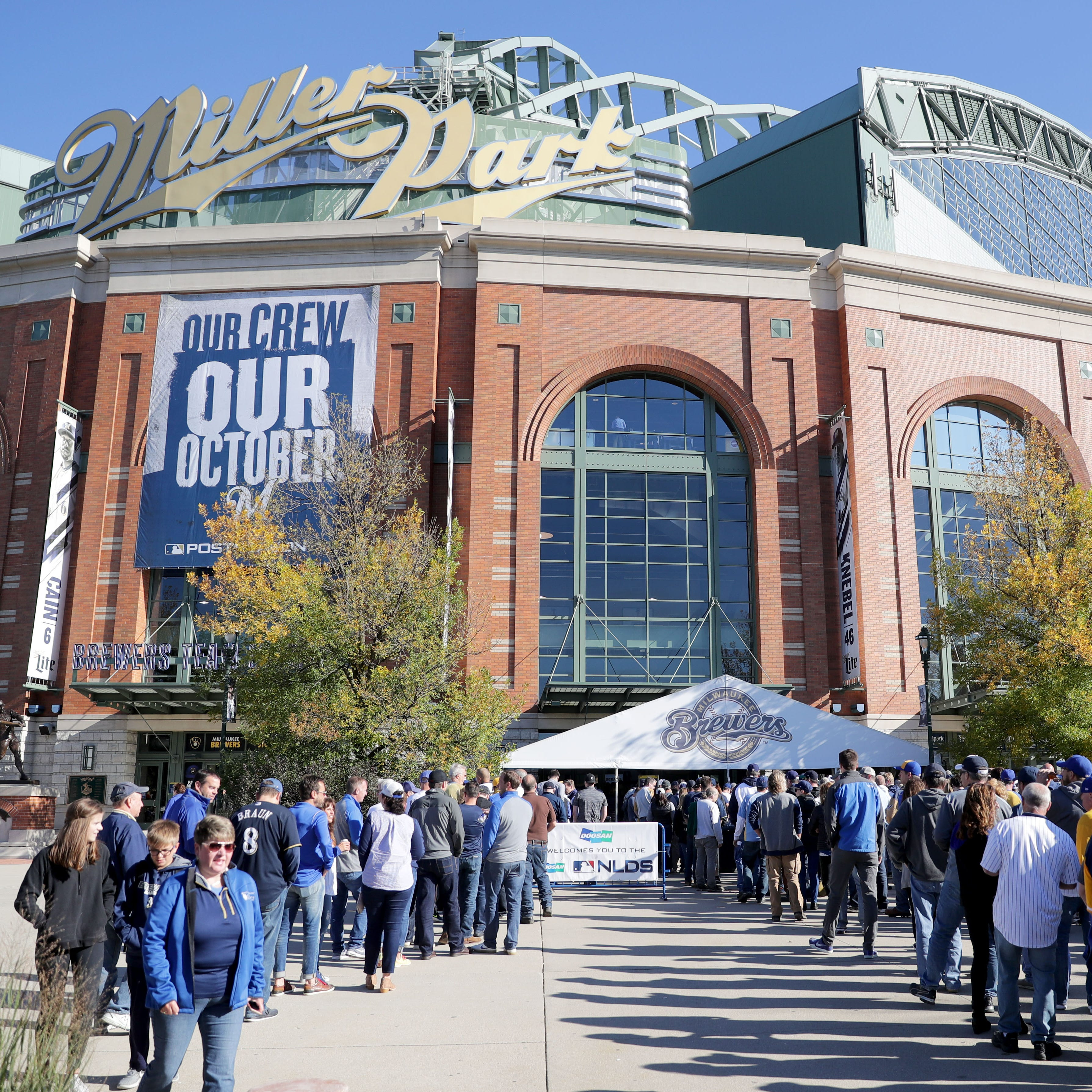Ticket sales begin Thursday for World Series games at Miller Park, Brewers announce