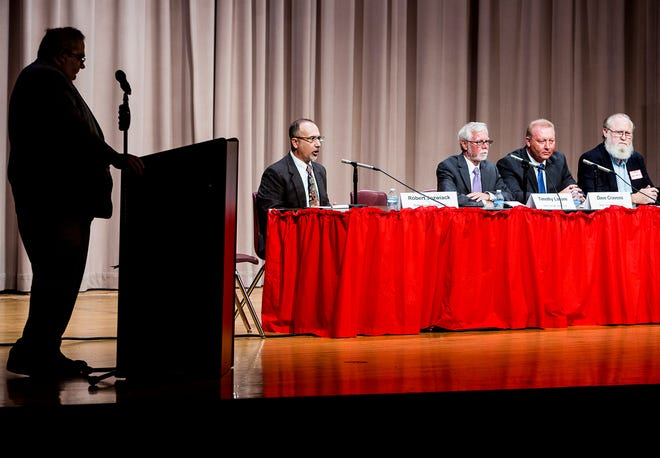 The League of Women Voters hosted the first of three forums for legislative candidates at Northside Middle School Wednesday night. In attendance were candidates Robert Jozwiak, Timothy Lanane, Dave Cravens and Greg Noland. The first forum covered multiple topics which included views on charter schools, the opiod crisis and budgetary issues.