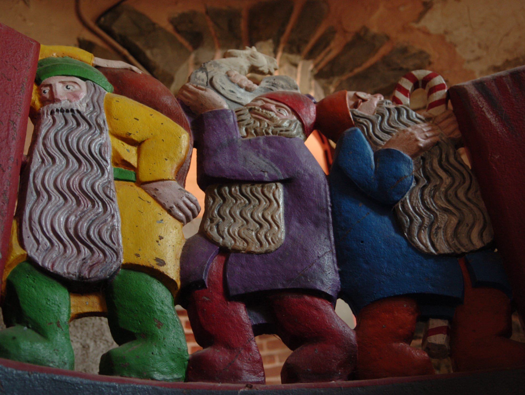 2007: Detailed carvings inside the historic Gingerbread Castle in Hamburg.