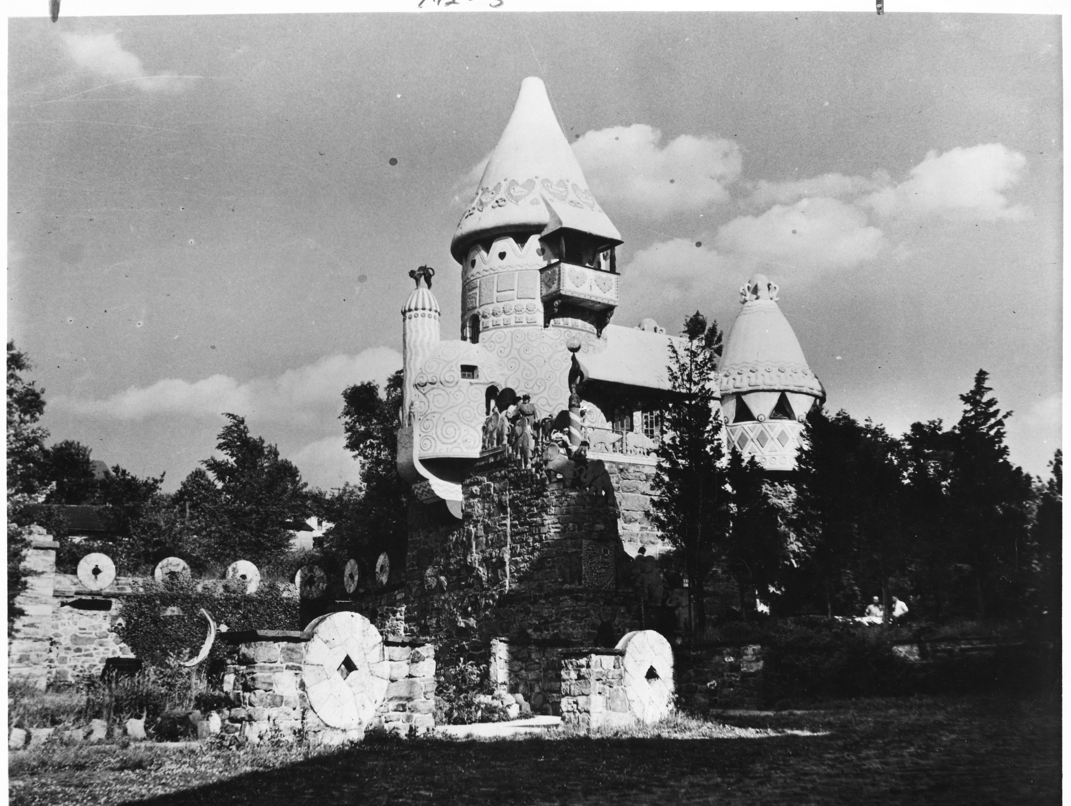 1976: In 1930, the Gingerbread Castle in Hamburg has lured thousands with its promises of fairy tales coming alive. Children and adults can visit Humpty-Dumpty, Prince Charming and Hansel and Gretel among other favorite characters from childhood stories.