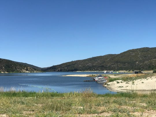 At Lake Hemet, there are several campgrounds and small cabins for rent.