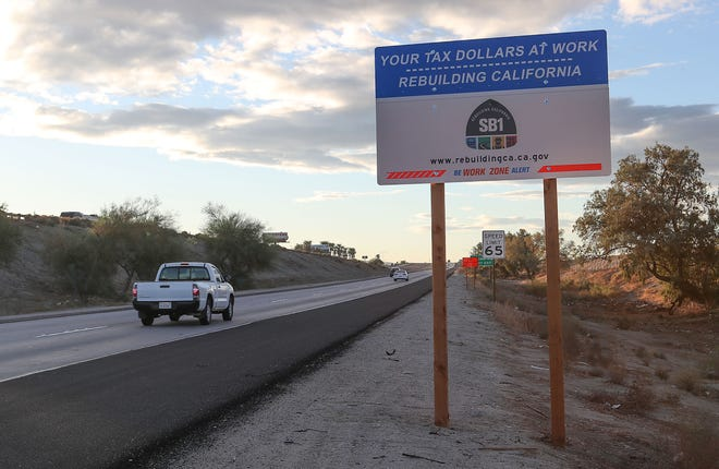 Traffic passes a SB1 sign on the side of Hwy 86 near Dillon Rd in Coachella, October 4, 2018.