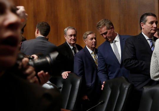 La Comisión del Senado se dispone a emitir su voto en el caso Kavanaugh, este viernes.