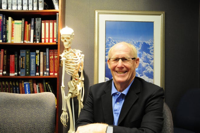 Dr. Gary Doss is retiring after a 35-year career as an orthopedic and sports medicine surgeon.