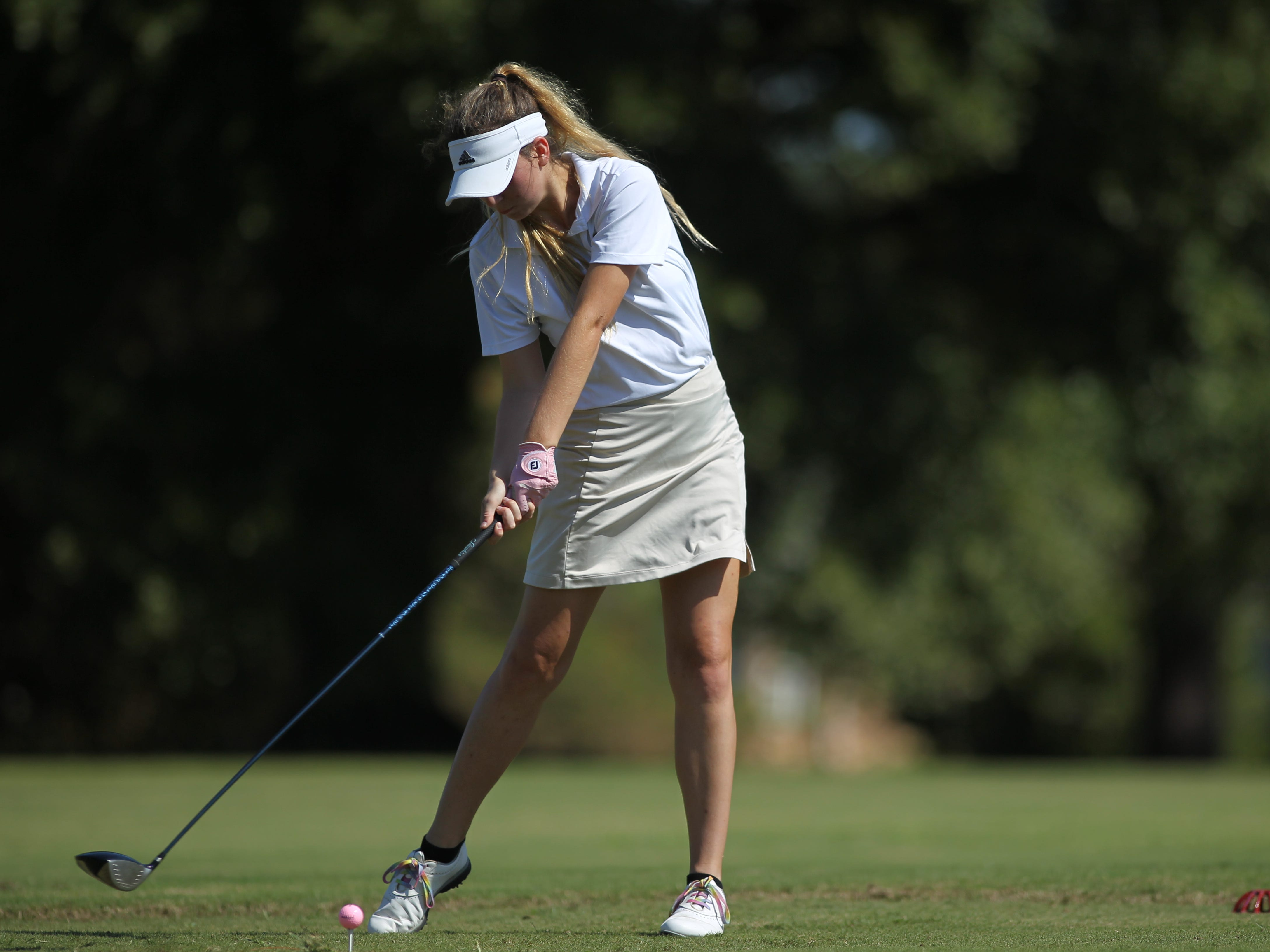 Lincoln's Elizabeth Smith tees off during the girls golf Panhandle Invitational at Killearn Country Club, Oct. 4, 2018.