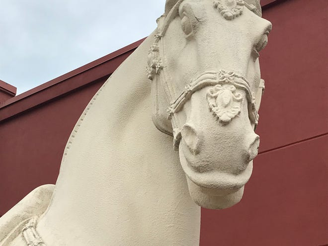 P.F. Chang's horse statue arrives in Grand Chute.