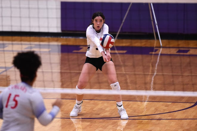 Wylie's Keetyn Davis (9) returns a serve against Cooper at Bulldog Gym on Friday, Oct. 5, 2018.