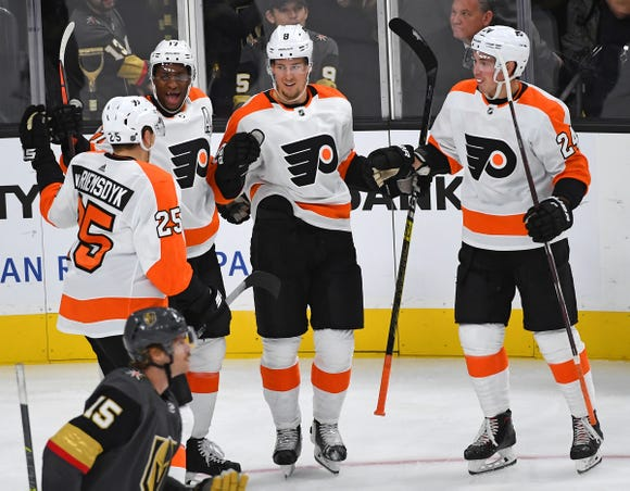 Wayne Simmonds had a pair of goals and Robert Hägg had a goal and an assist in the Flyers' season-opening win.