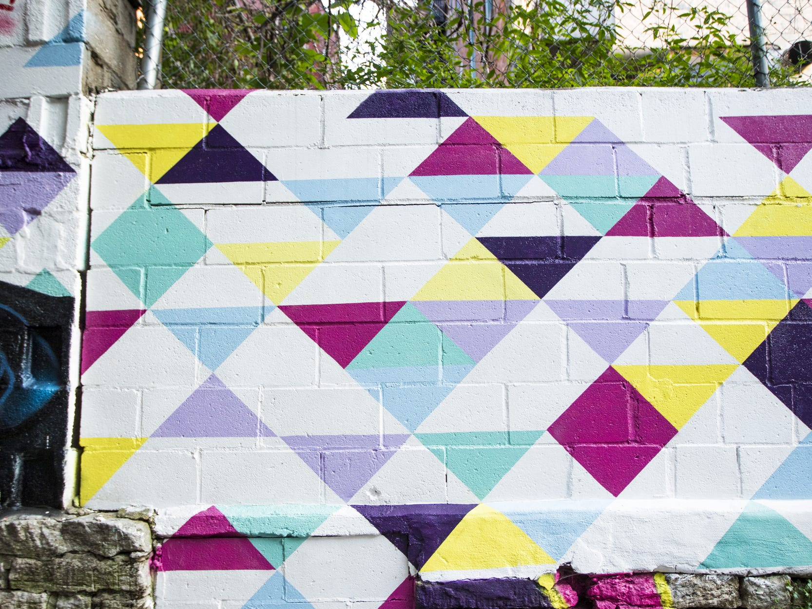 Wednesday, September 19, 2018: ÒTriforceÓ designed by LK MNDD is featured in Bolivar Alley in Pendleton as part of New Lines Alleyway Murals: Phase II by ArtWorks.