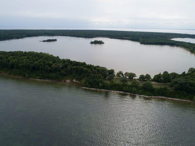Mackaysee Lake islands