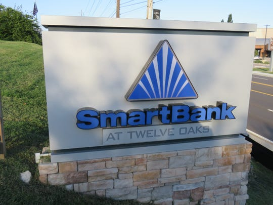 SmartBank sign adorns grass by Kingston Pike in Bearden.