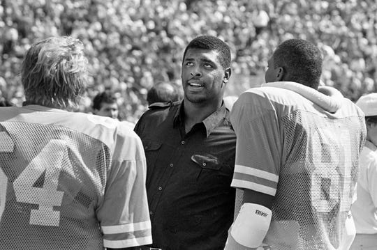 Former Tennessee star Reggie White, center, a member of the Memphis Showboats of the USFL, attends the match up with Florida at Neyland Stadium Oct. 13, 1984.