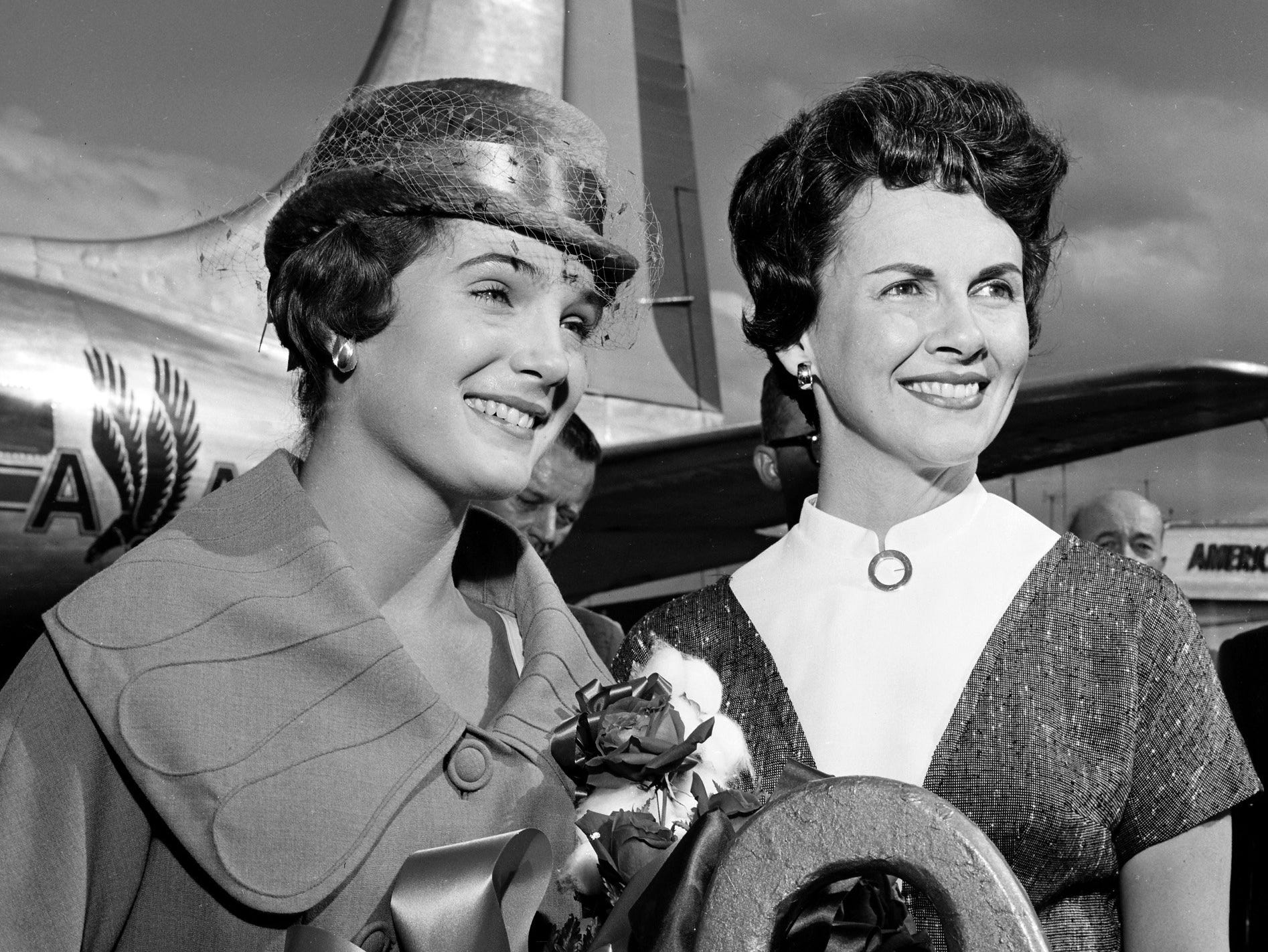 Lynda Lee Mead (Left) of Natchez, MS, Miss America of 1960, was welcomed to Memphis and the Mid-South on 7 Oct 1959 by Miss America 1947, Mrs. Barbara Walker Hummel of Memphis.  Lynda Lee, who landed at Municipal Airport, was en route to Blytheville, AR, where she will open the national Cotton Picking Contest.
