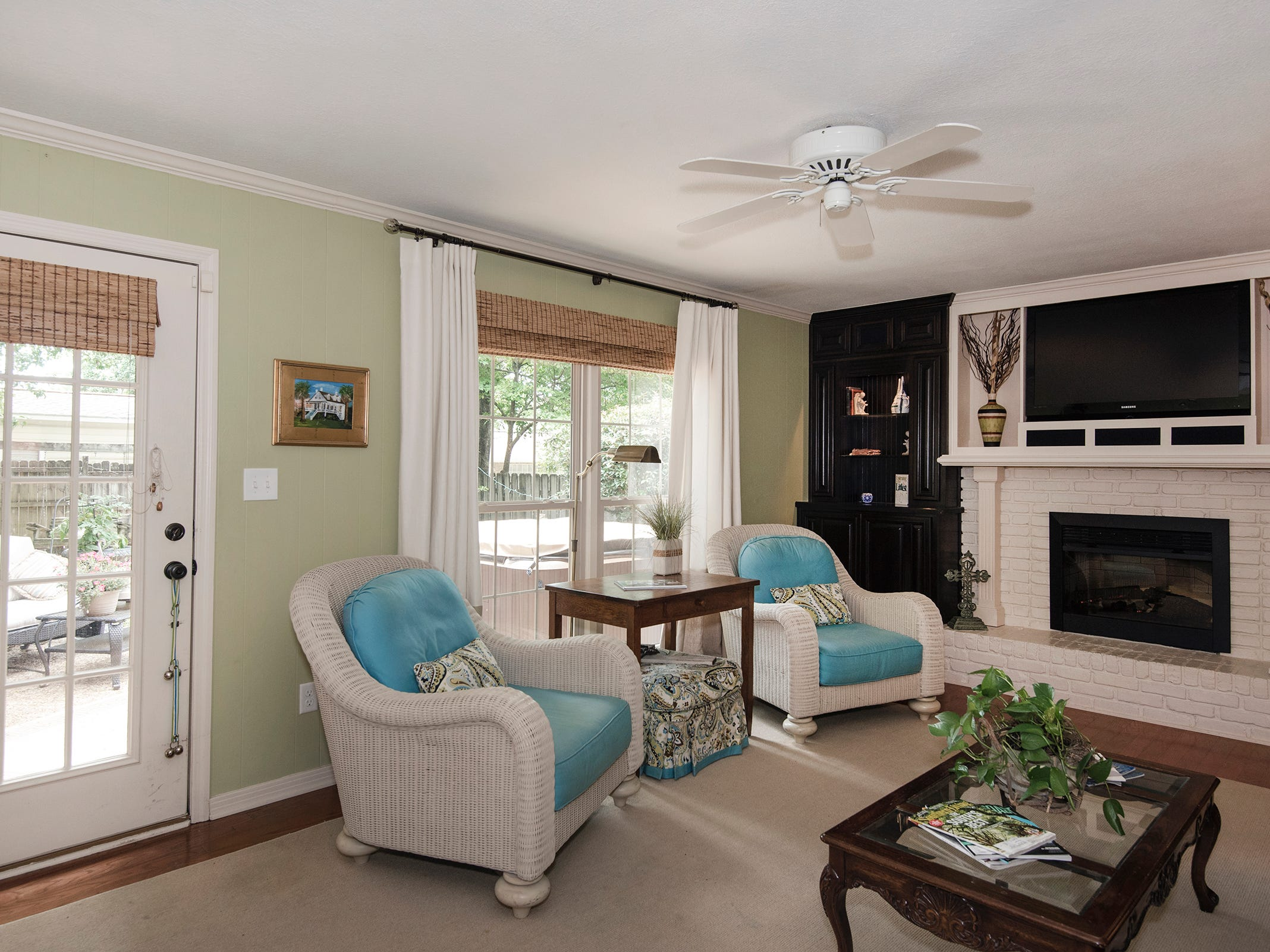 2625 Tambridge Circle, the family room includes a fireplace.