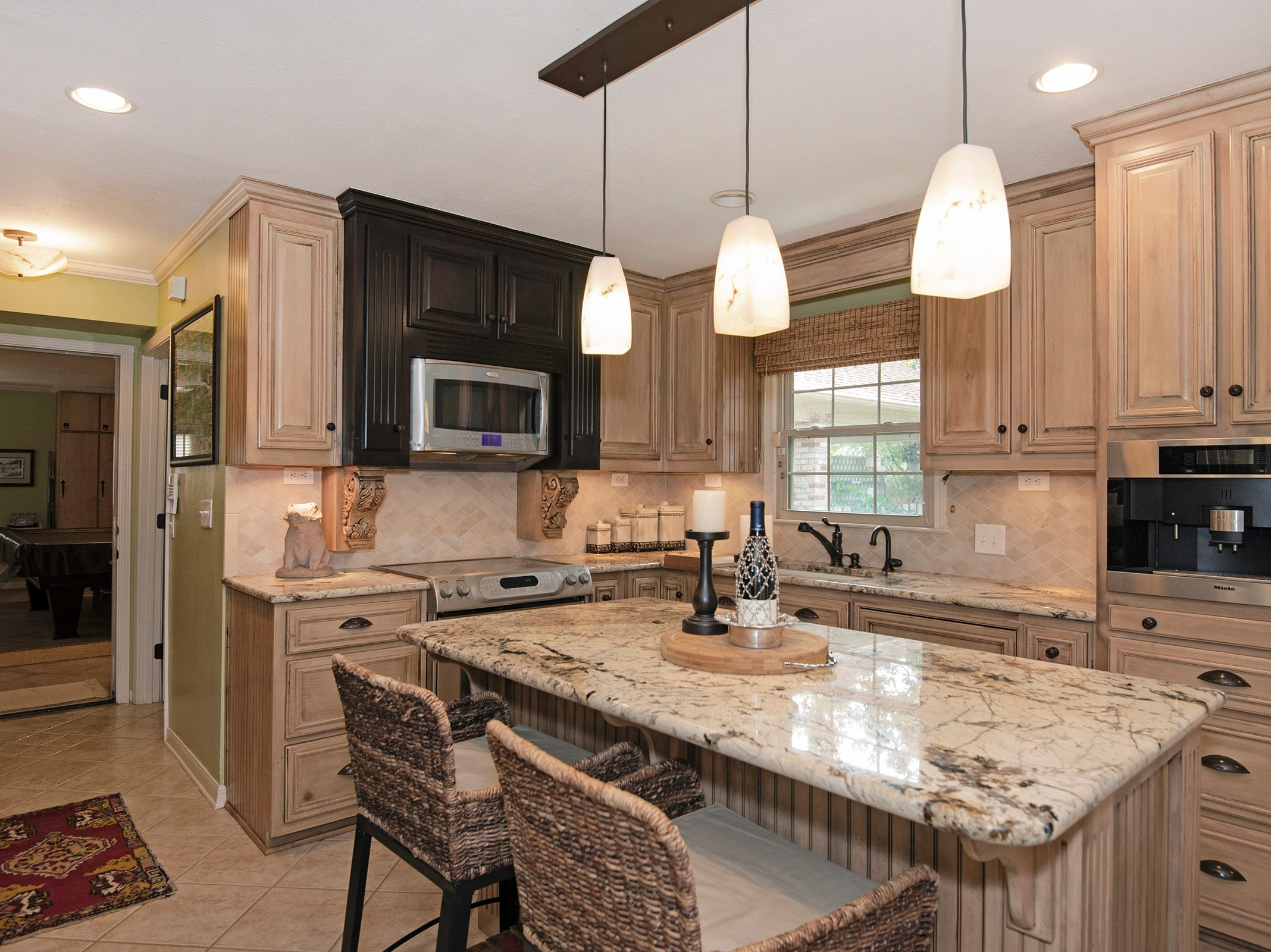 2625 Tambridge Circle, the spacious kitchen with an island.