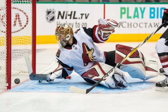 Oct 4, 2018; Dallas, TX, USA; Arizona Coyotes goaltender Antti Raanta (32) allows a goal to Dallas Stars center Devin Shore (not pictured) during the second period at the American Airlines Center.