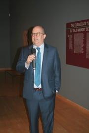 Para Matthew H. Robb, curador de la exposición y curador principal del Museo Fowler de la Universidad de California en Los Ángeles (UCLA), la exposición es una oportunidad única para la gente hispana del Valle.