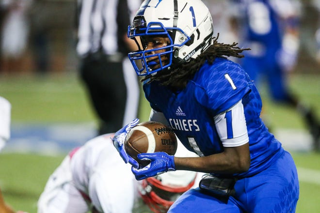 Lake View's Ahmad Daniels runs the ball against Brownfield Thursday, Oct. 4, 2018, at San Angelo Stadium.