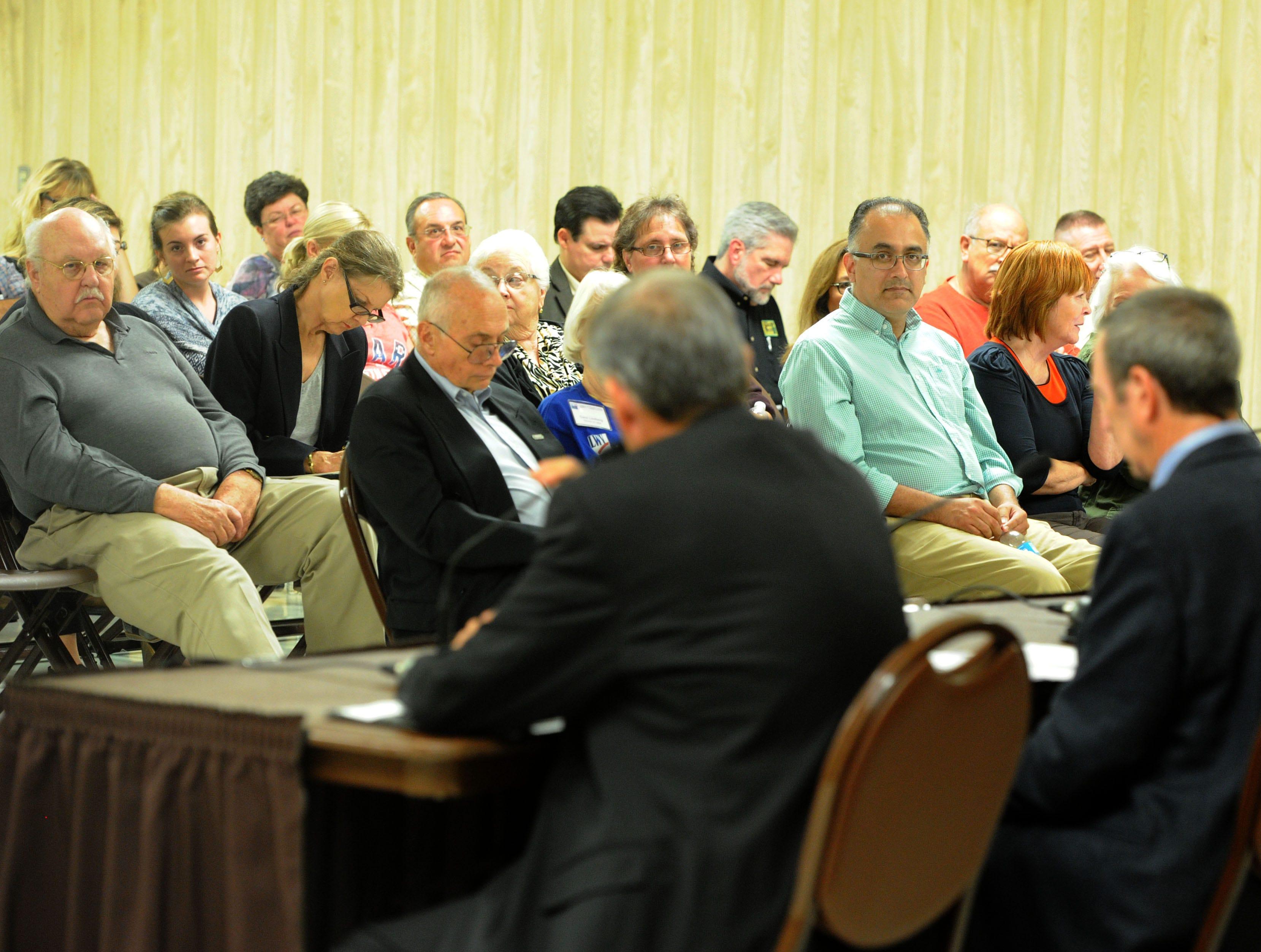 A candidates forum for Santa Paula City Council draws a crowd.