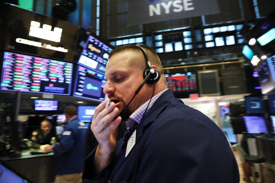 NEW YORK, NY - OCTOBER 04:  Traders work on the floor of the New York Stock Exchange (NYSE) on October 4, 2018 in New York City. With bond prices dropping interest rates have been surging resulting in the Dow Jones Industrials Average falling over 200 points at the close.  (Photo by Spencer Platt/Getty Images) ORG XMIT: 775238410 ORIG FILE ID: 1045675082