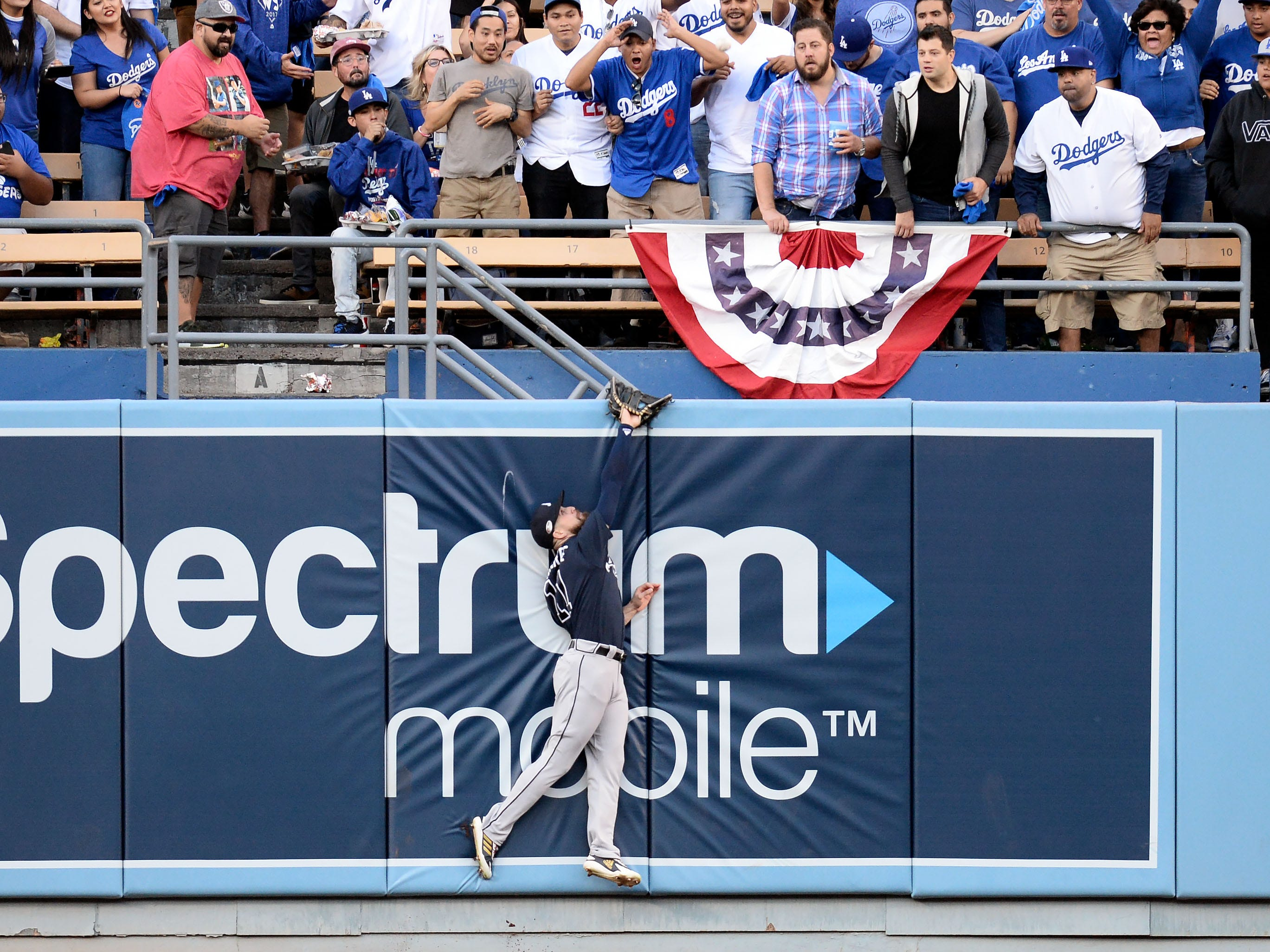 NLDS Game 1: Braves center fielder Ender Inciarte is unable to catch a homer by Joc Pederson.