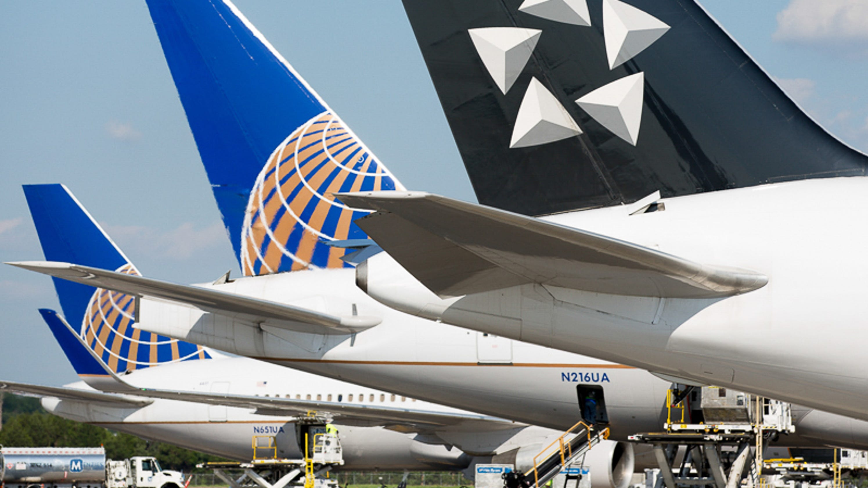 ed185b8cf842 United Airlines slashes surfboard fees on flights to and from California.
