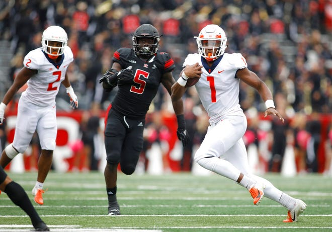 llinois quarterback AJ Bush Jr. runs with the ball as Rutgers linebacker Trevor Morris (5) gives chase during the second half of a 38-17 Illini victory last week.