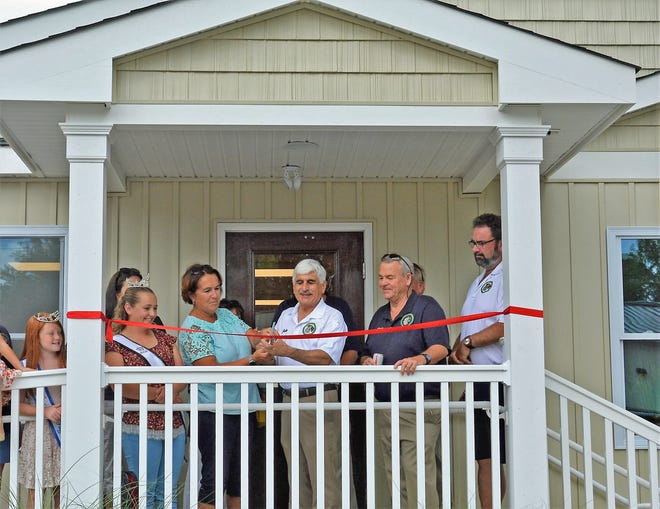 Stafford Mayor John Spodofora (center) cuts the ceremonial ribbon to open the township's newest community center.