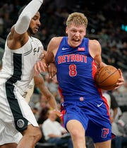 Detroit Pistons' Henry Ellenson (8) drives against San Antonio Spurs' LaMarcus Aldridge during the first half of an NBA preseason basketball game Friday, Oct. 5, 2018, in San Antonio.