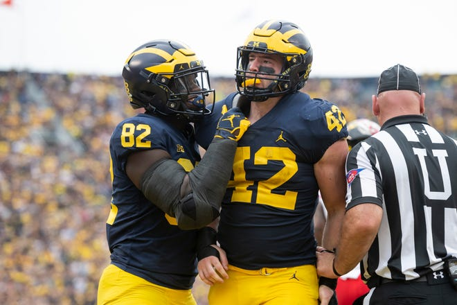 Michigan tight end Nick Eubanks, left, and fullback Ben Mason celebrate Mason's touchdown in the second quarter.