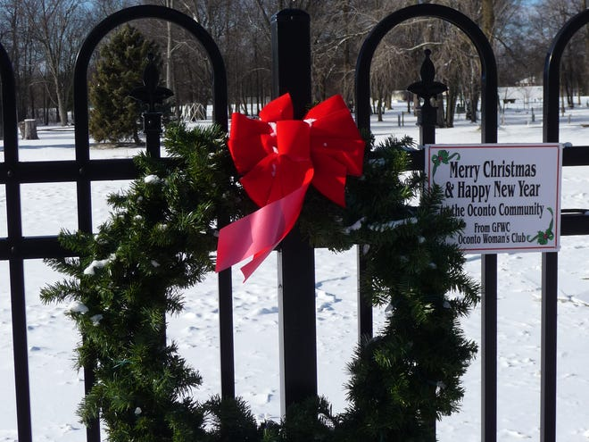 Orders are now being accepted for the 7th Annual Deck the Fence in Oconto.    There is room for about 152 wreaths on the wrought iron fence along Brazeau Avenue next to the river.  Orders must be on form to be found in upcoming editions of the Oconto County Reporter and Beacon, on posters around the city or by mail.