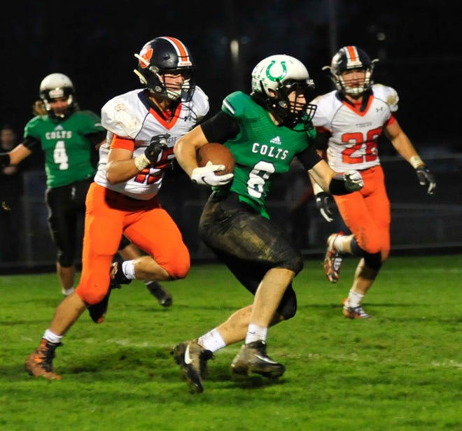 Clear Fork's Jared Schaefer runs with the ball while playing against Galion in Week 7.