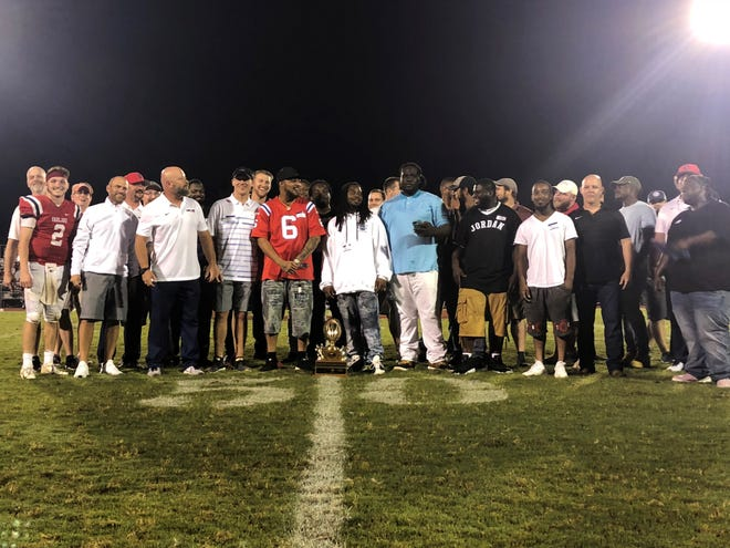 The 2008 Oakland team that won the 5A state championship was honored at halftime of Friday's contest against Franklin.