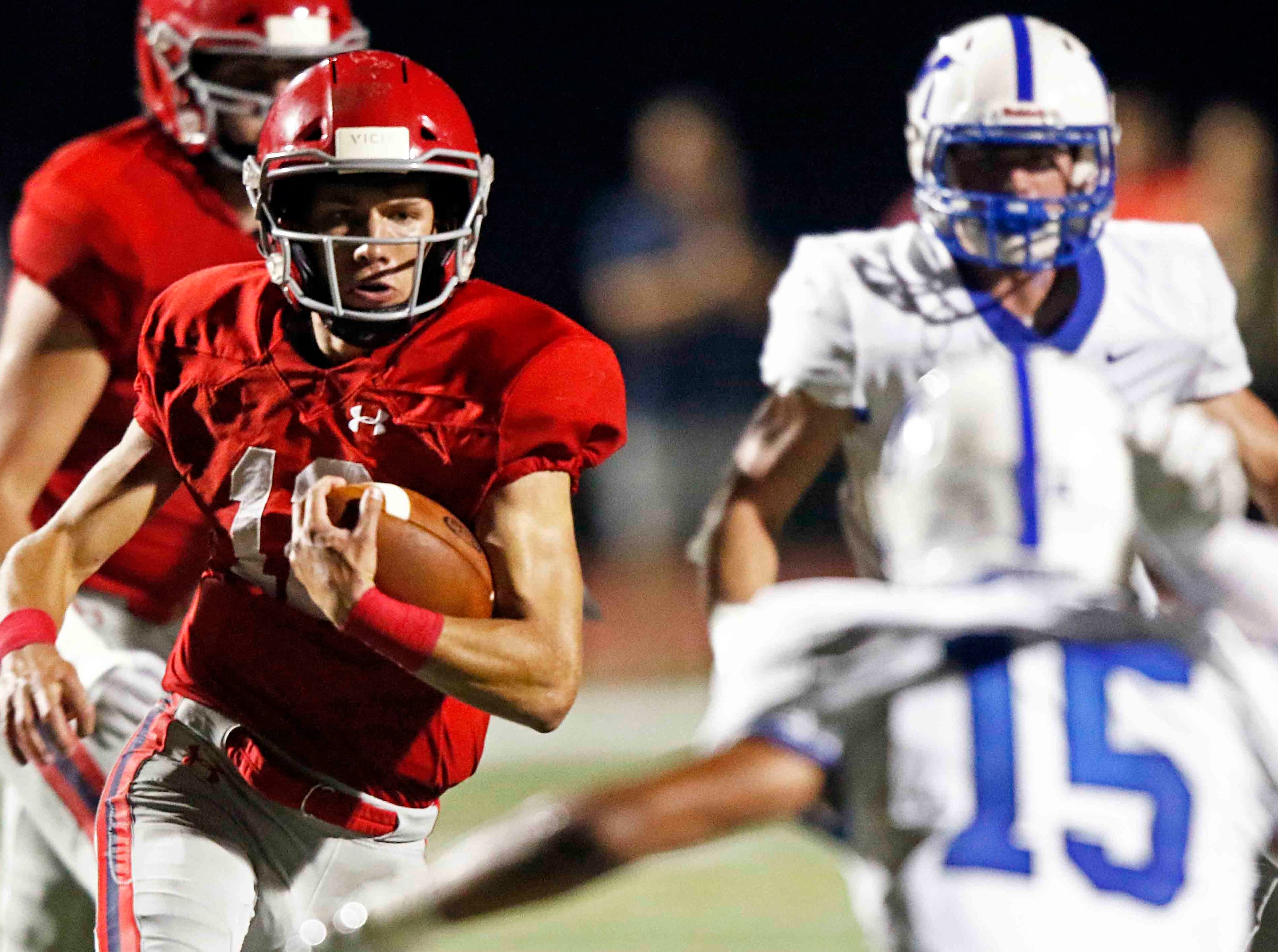 Brentwood Academy's Wade Williams runs for a touchdown during their game against McCallie Friday, Oct. 5, 2018, in Nashville, Tenn.