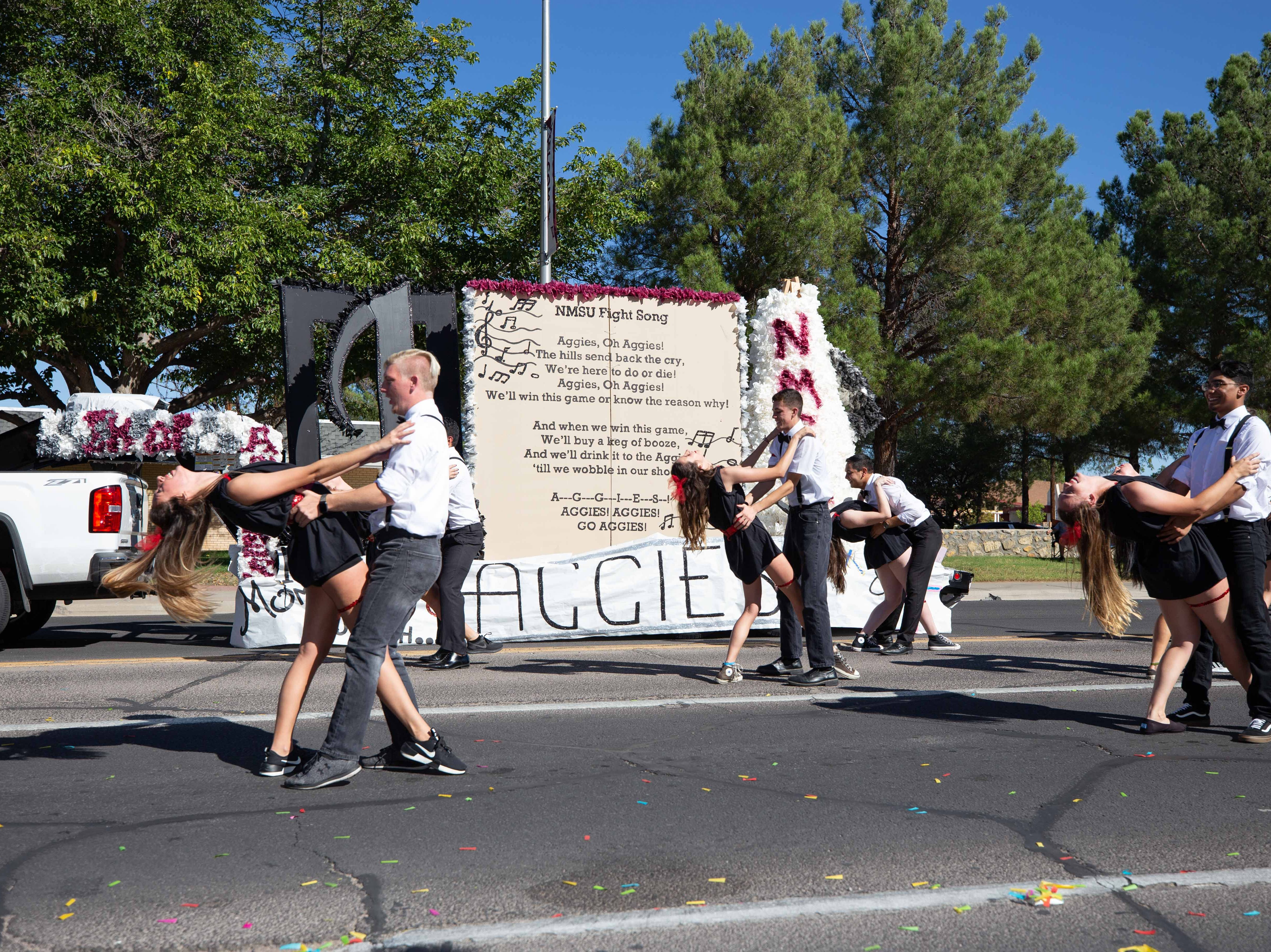 Pike and Delta Zeta dance troupe and float at the NMSU Homecoming Parade on October 6, 2018.