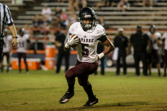 Navarre's Dante Wright (5) runs the ball against the Gators at Escambia High School on Friday, October 5, 2018.