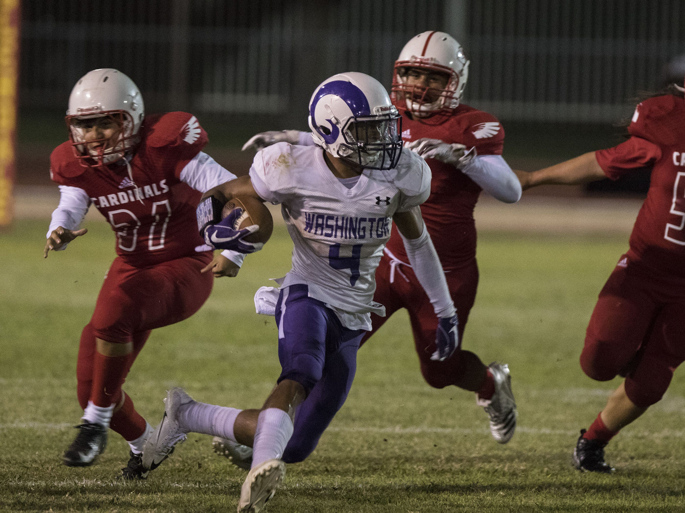 Washington's Jonathan Gruppo finds running room against Glendale's defense during their game in Glendale Friday, Oct. 5, 2018. #azhsfb