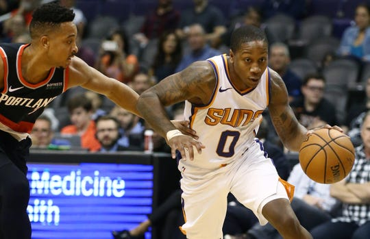 Phoenix Suns guard Isaiah Canaan drives to the basket against the Portland Trail Blazers during a preseason game at Talking Stick Resort Arena on Oct. 5, 2018, in Phoenix, Ariz.