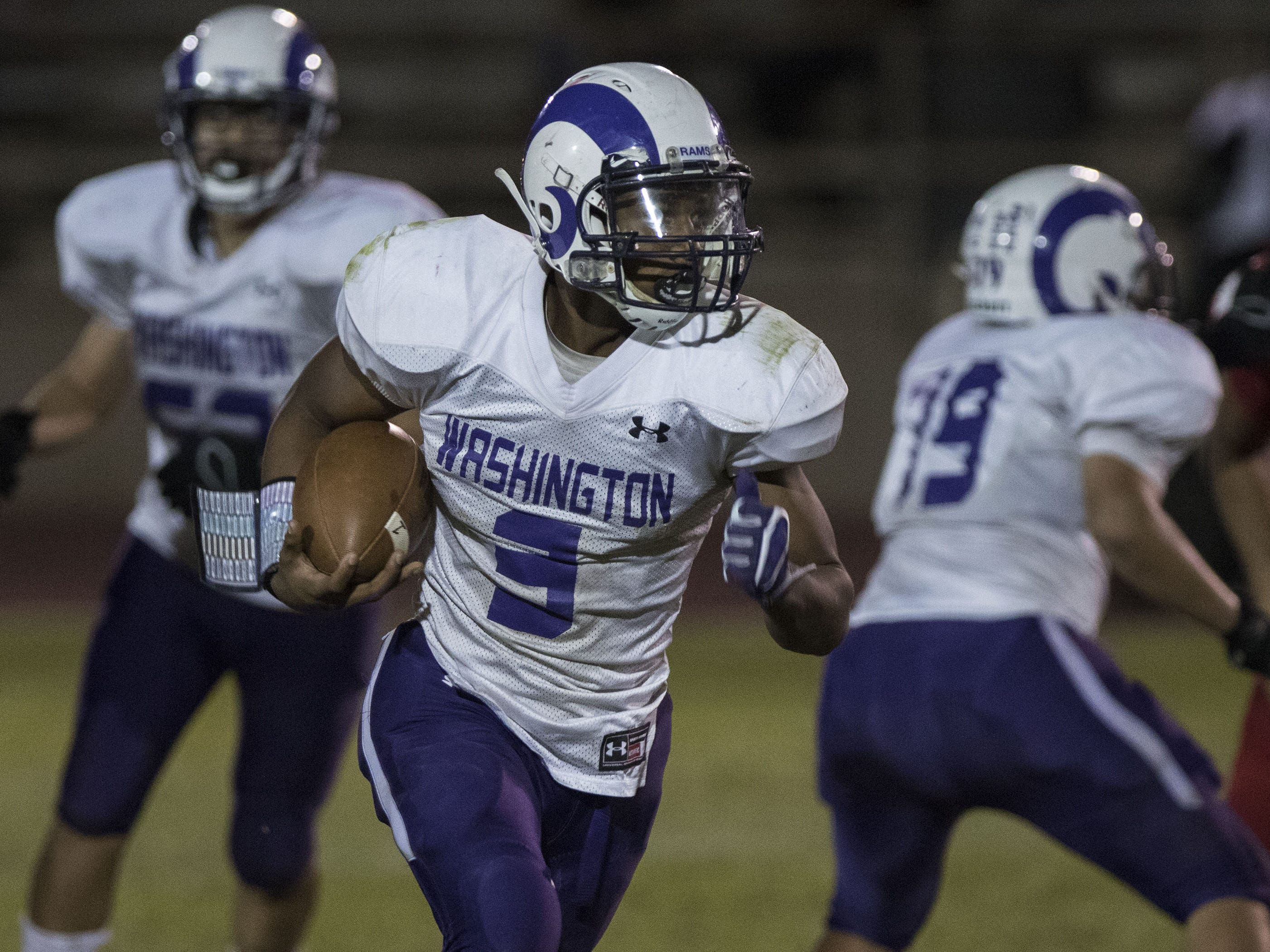 Washington's Travion Hughes looks for running room against Glendale during their game in Glendale Friday, Oct. 5, 2018. #azhsfb