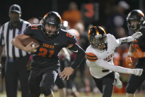 Mamaroneck's Shane Smith with the carry during their 55-41 win over White Plains in football action at Mamaroneck High School on Friday, October 5, 2018.