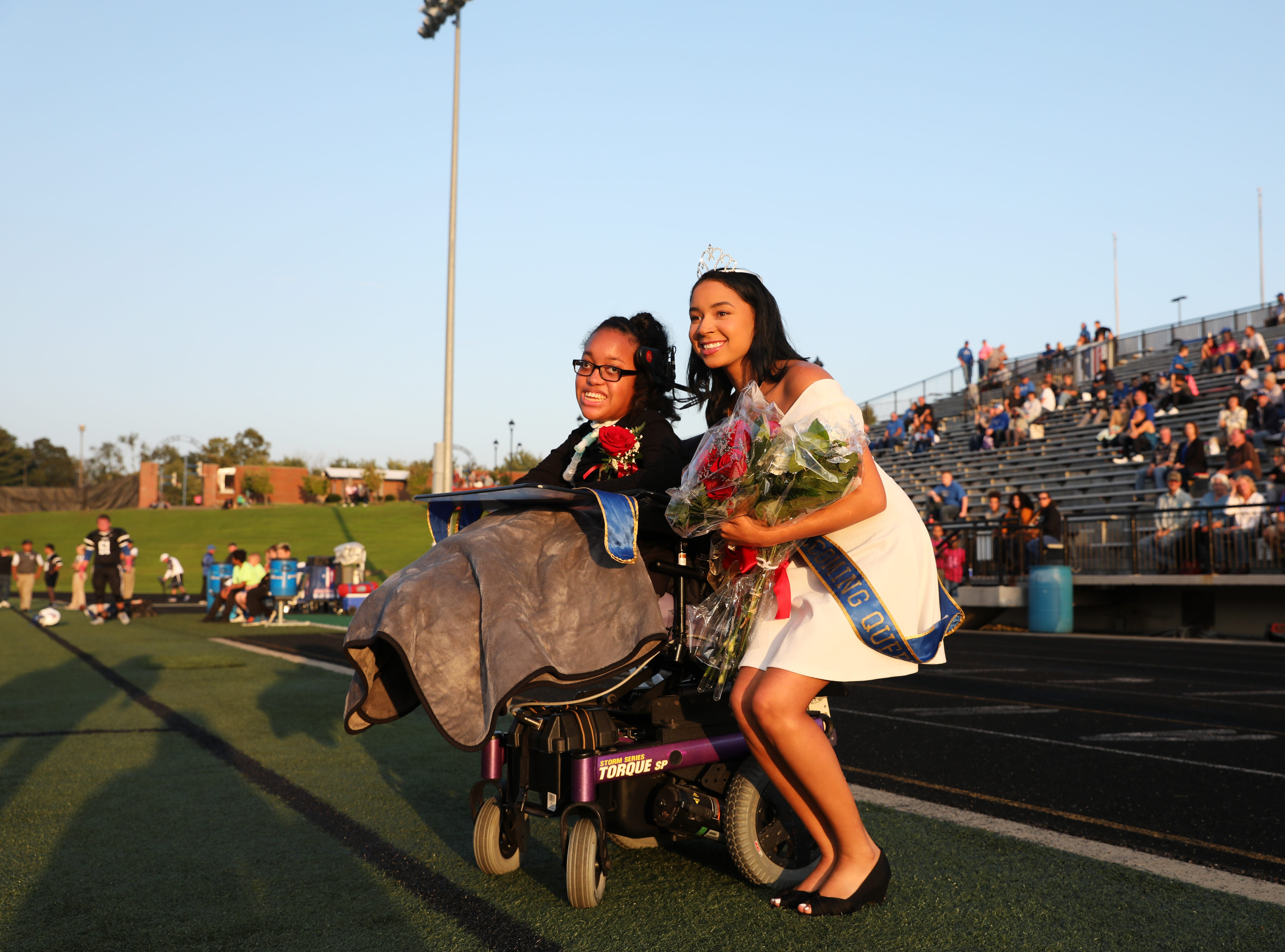 2018 homecoming queen Shalen Johnson poses for a picture with 2017 homecoming queen Destani Duling.