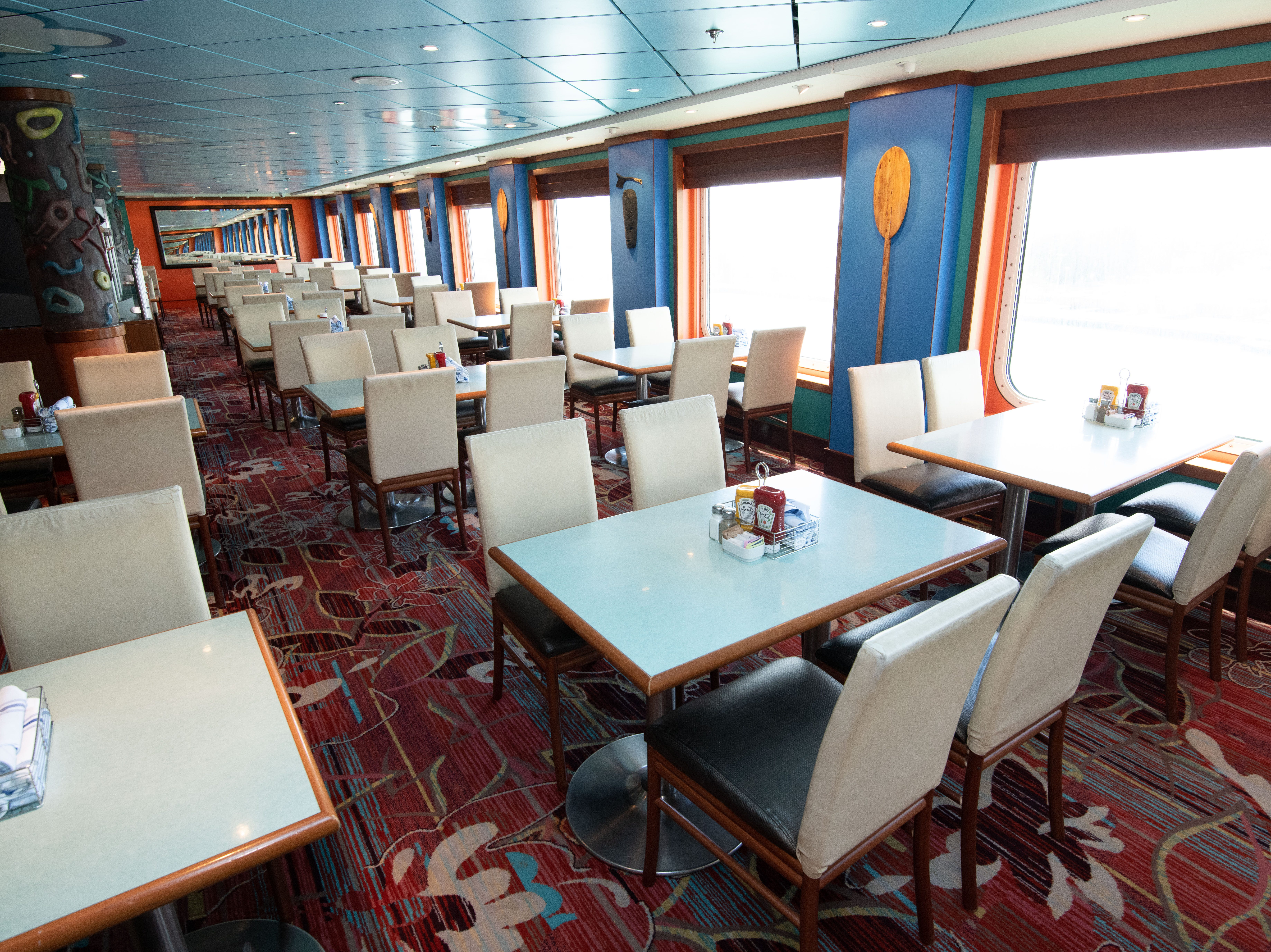 The biggest of Pride of America's six complimentary eateries is Aloha Cafe, the ship's casual buffet restaurant.