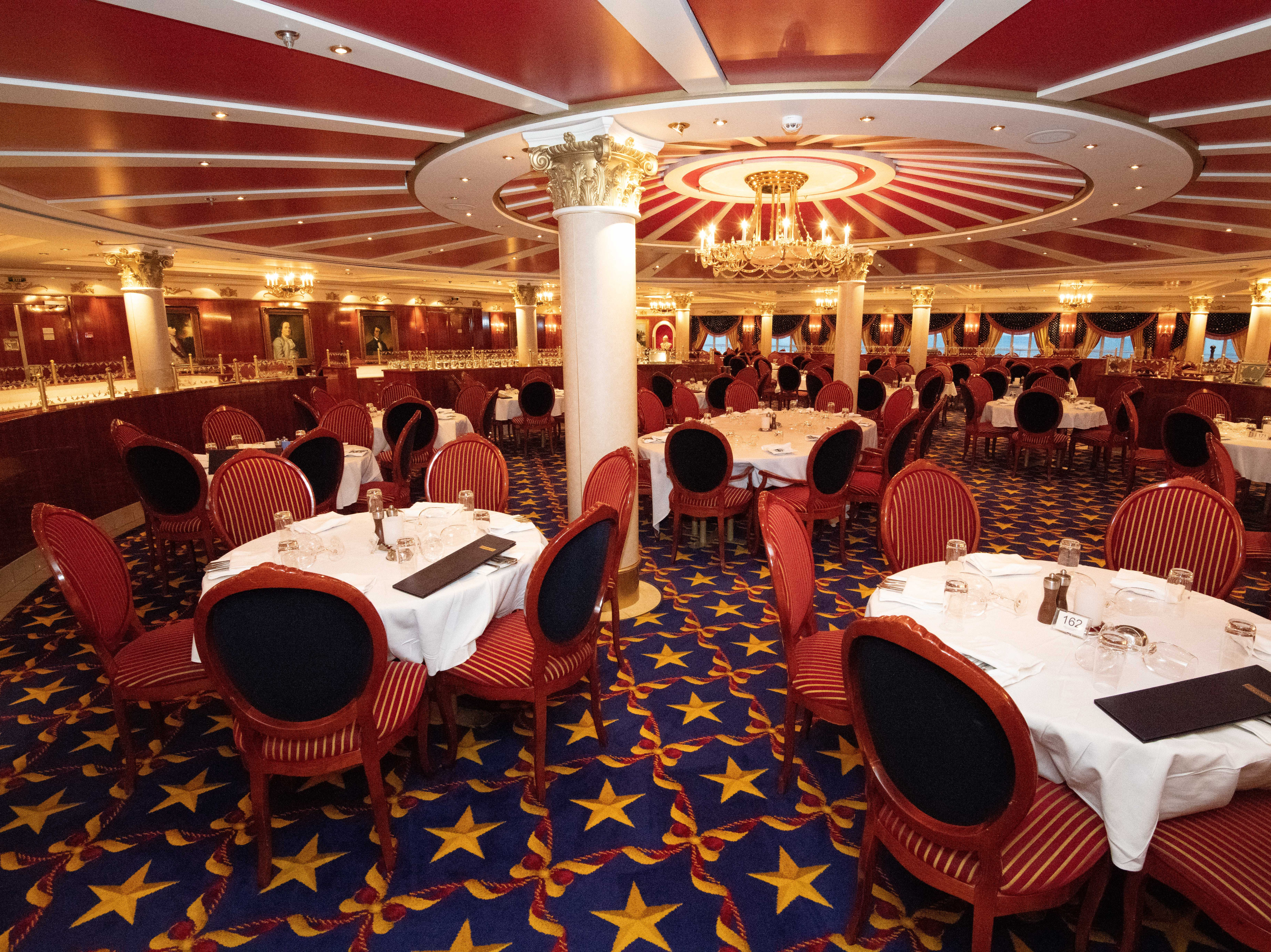 As is the case for the Skyline Main Dining Room, the cost of dining at the Liberty Main Dining Room is included in the fare for Pride of America passengers.