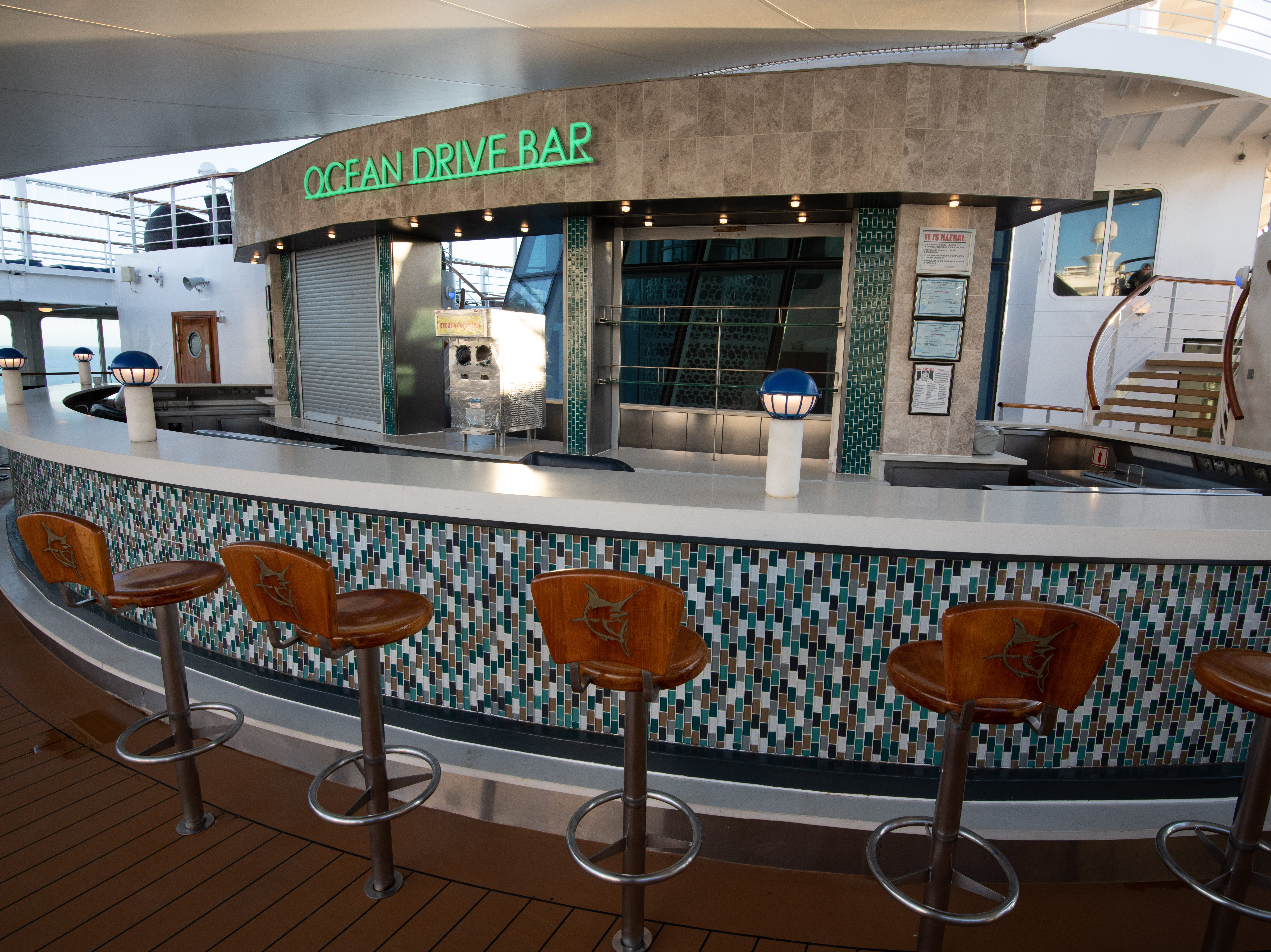 Pride of America offers ten bars and lounges. Among them is the outdoor Ocean Drive Bar, which is just steps away from the South Beach Pool on Deck 11.