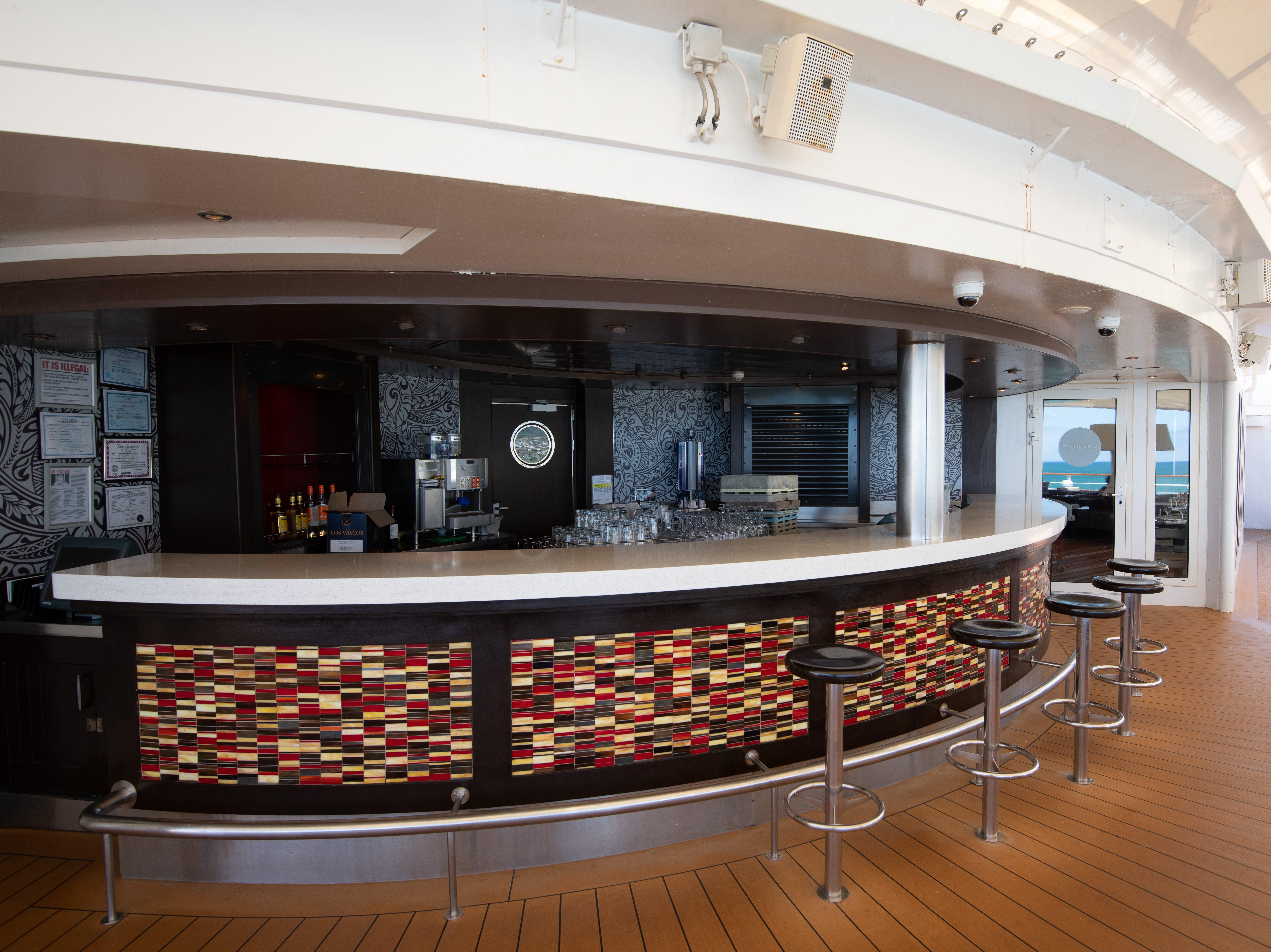 The Aloha Lanai Bar overlooks the back of Pride of America on Deck 11.