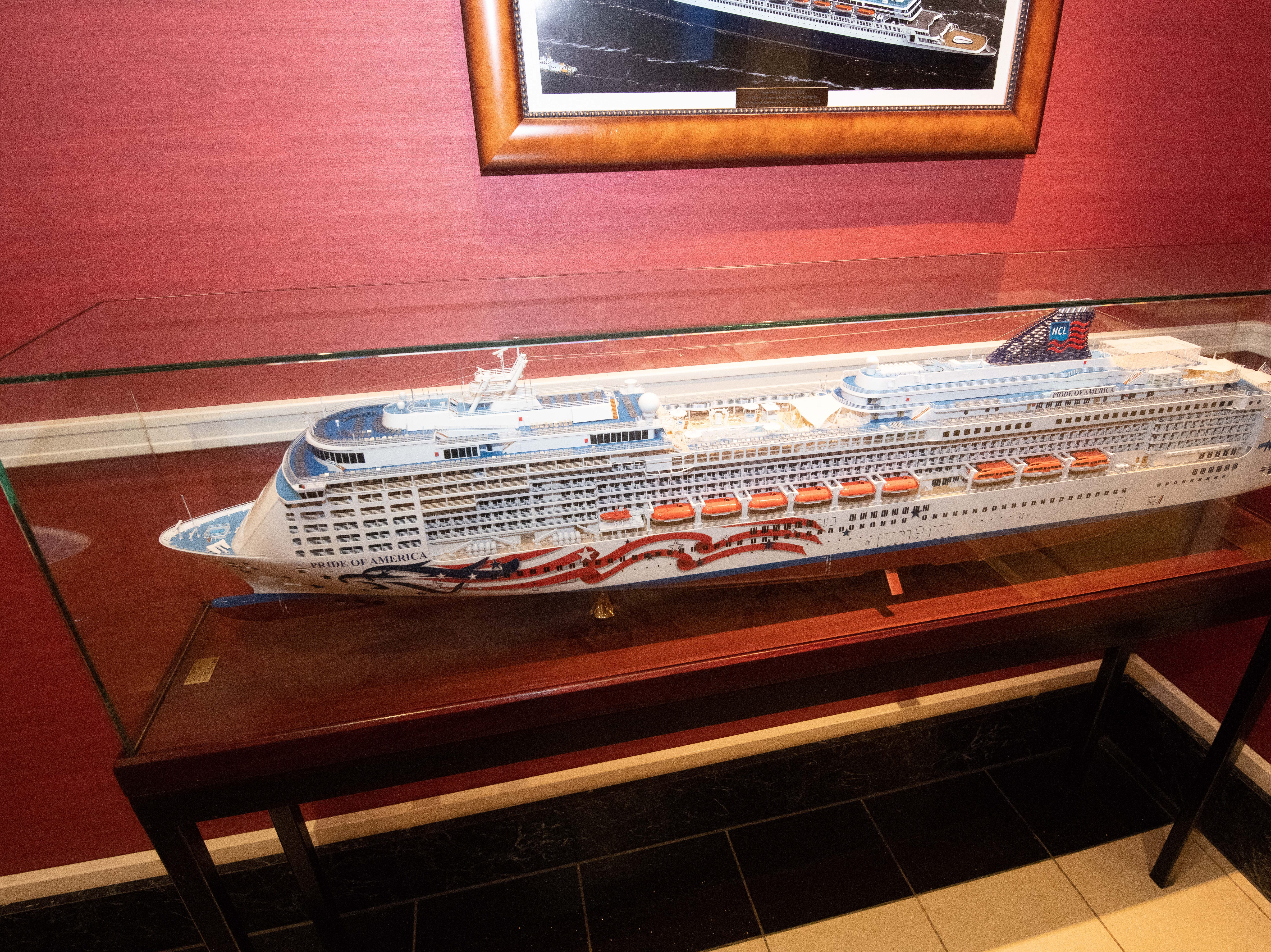 A detailed model of Pride of America is located just off the John's Adams Coffee Bar.