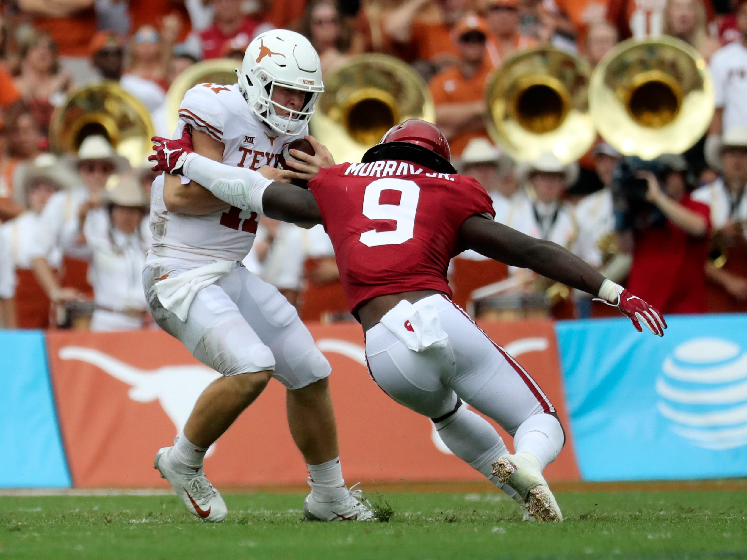 Oklahoma Sooners linebacker Kenneth Murray chases Texas Longhorns quarterback Sam Ehlinger during the first half at the Cotton Bowl.