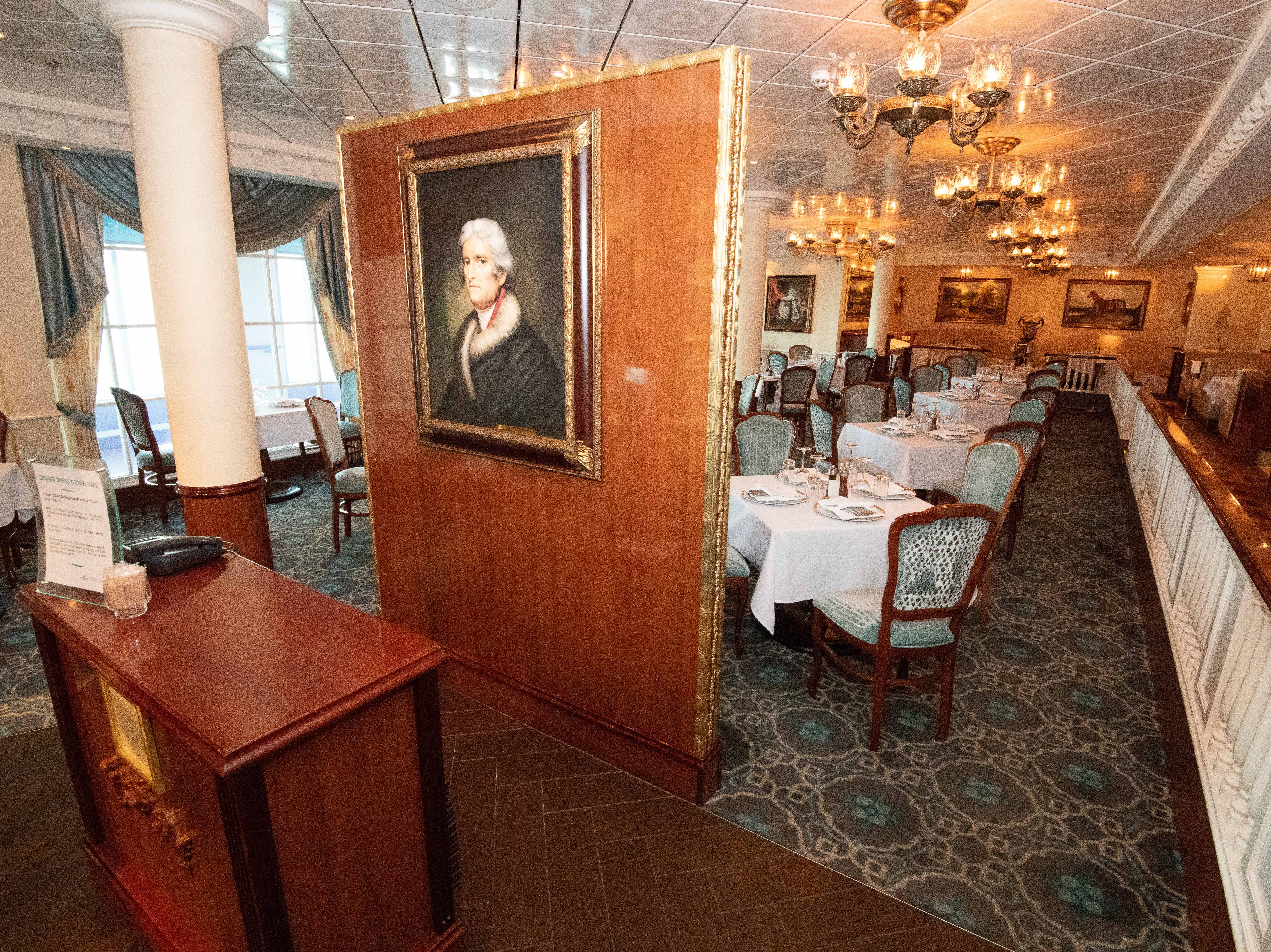 In addition to complimentary restaurants, Pride of America offers six extra-charge eateries as well as an extra-charge ice cream stand. Perhaps the most elegant of the extra-charge eateries is Jefferson's Bistro, which serves French cuisine.