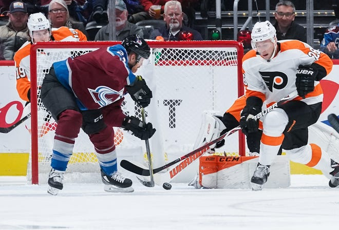 Colin Wilson (22) scores the game's first goal in the opening period. The Flyers lost to the Colorado Avalanche 5-2.